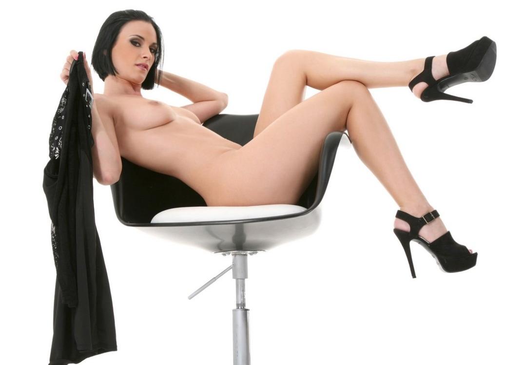 шлюха на стуле